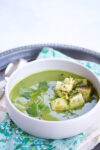 Broccoli soup with spinach, cilantro and croutons