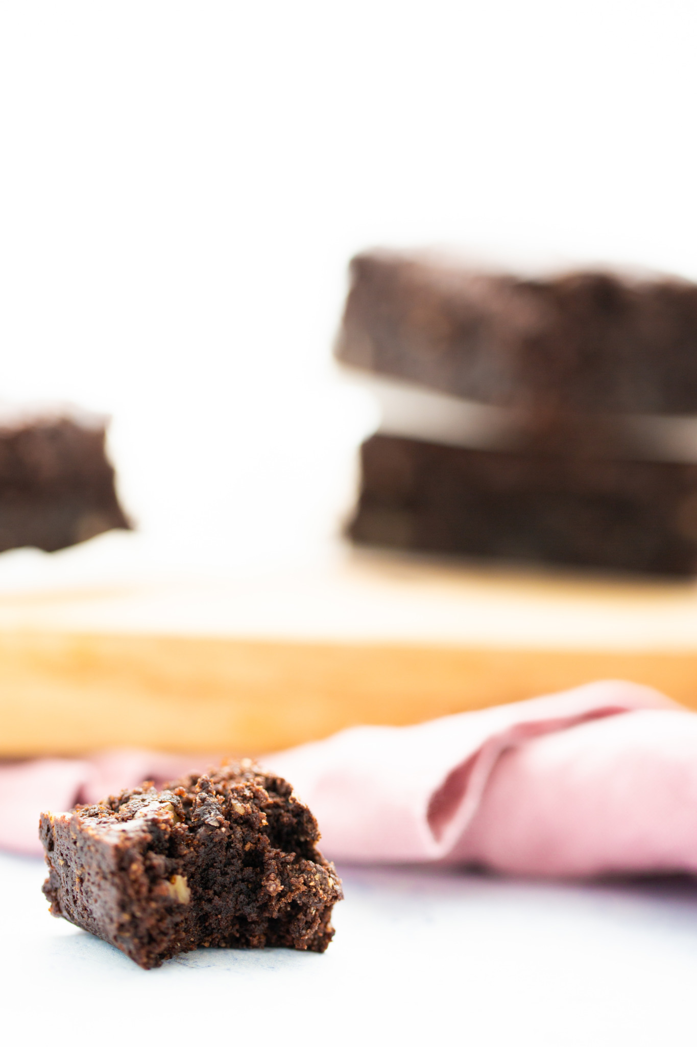 These almost flourless vegan brownies are made with almond flour (or almond meal) and pecans. This recipe is 100% vegan and delicious. #vegan,#healthyish