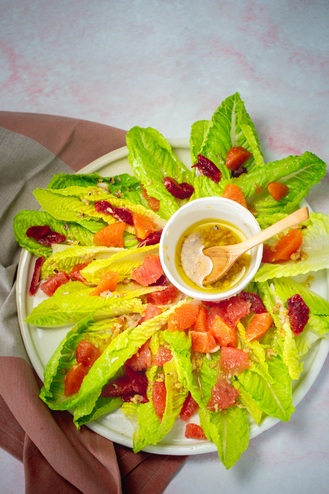 This citrus salad is perfect to keep eating greens and raw food during winter; really,  you got to believe me... I promise, this salad is really good. #vegan,#vegansalad