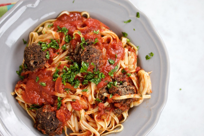 """Spaghetti and """"meatballs"""" with tomato sauce"""