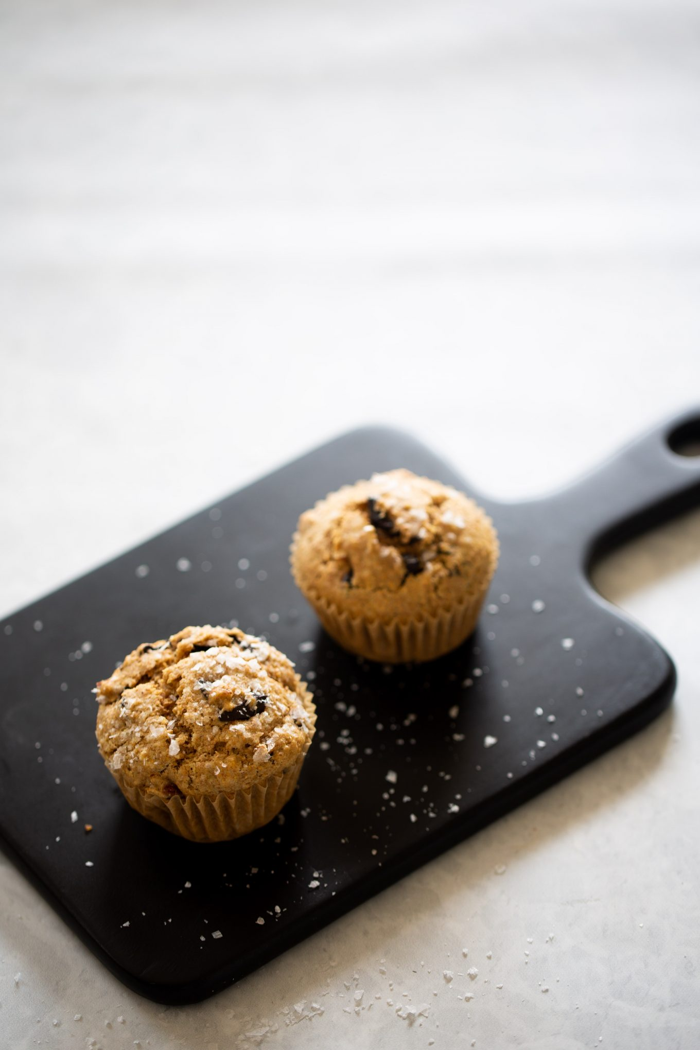Muffins with dark chocolate and almonds
