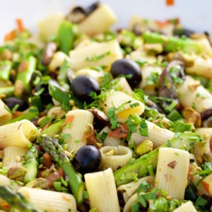 This recipe for a vegan Mediterranean pasta with olives, pistachios, asparagus, and mushrooms is easy, delicious and very fast to prepare.
