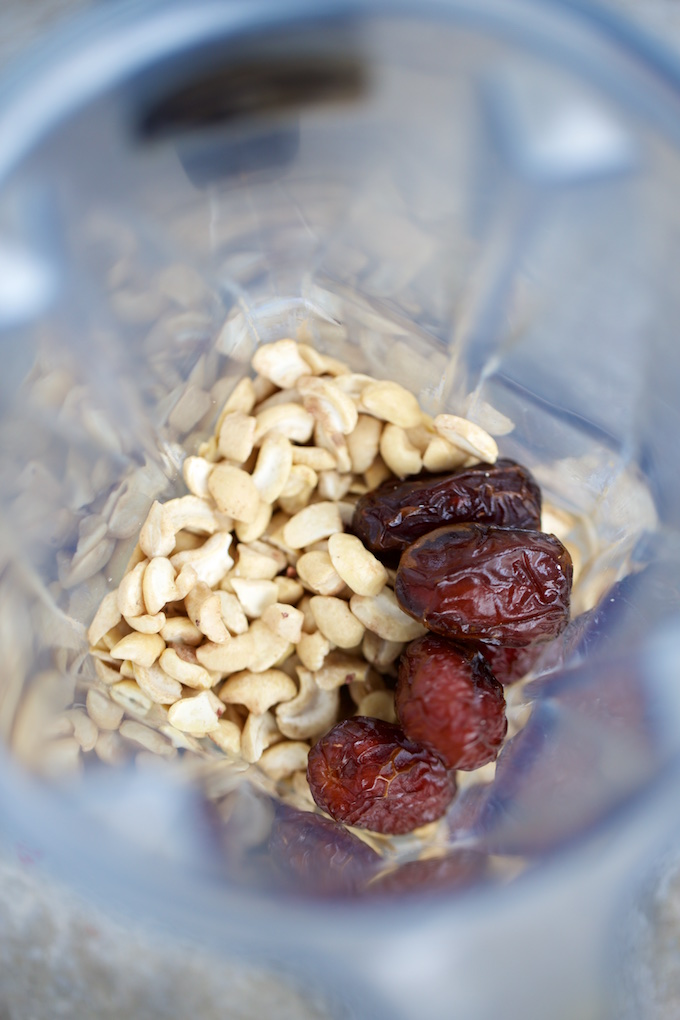 raw cashews and dates in the blender