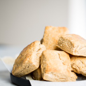 Vegan homemade biscuits with only five ingredients