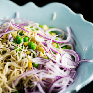Recipe for an amazing and easy vegan noodle salad.