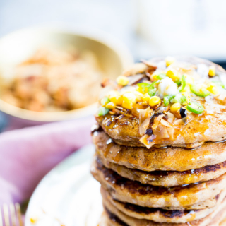 "Recipe for vegan corn pancakes with spicy coconut ""bacon"""