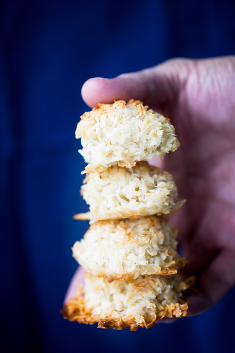 These vegan lime macaroons are chewy on the inside and toasty and crunchy on the outside. It is the perfect bite for an afternoon bite.